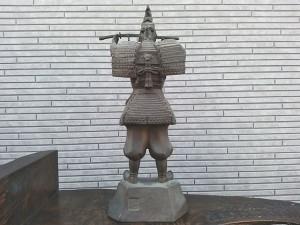 森村酉三新田義貞像2