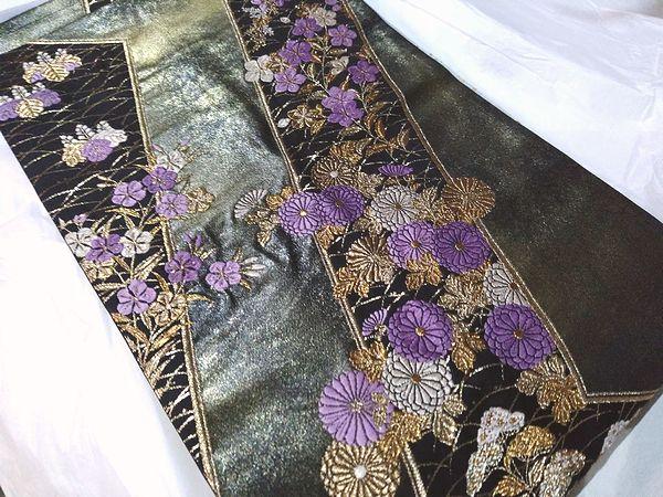 帝王紫を使った高台秋草桐文の袋帯